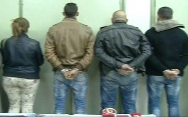 أمن المحمدية يلقي القبض على عصابة من بينهم سيدة قامت بسرقة سلاح ناري